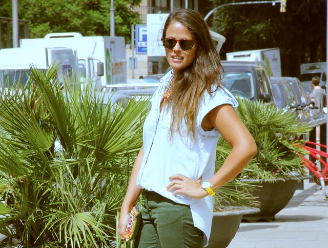 Look jeans verde militar + denim + collar grande