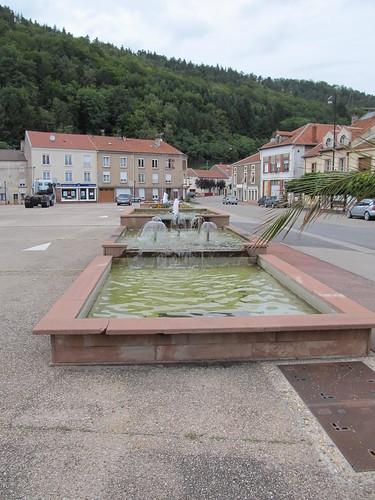 fontaine et monument raon l'etape 068