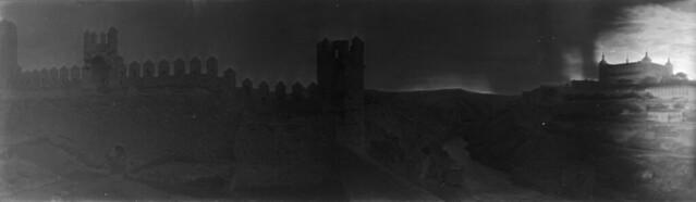Panorámica de Toledo en 1921 desde el cerro del Castillo de San Servando. Fotografía de José Regueira. Filmoteca de Castilla y León. RESEP-147