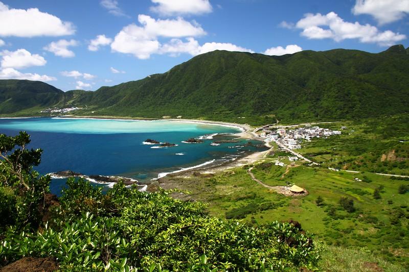 蘭嶼仍保存傳統生活智慧,有助於生態保育,現代化設施及政策的介入,反而不利。圖為蘭嶼東清部落。攝影:湯谷明。