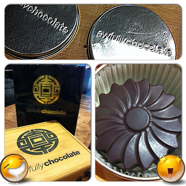 Mooncake season is here. Thanks to Gary who bought this delicious set of 'awfully chocolate' mooncakes for me. Can't wait to sink my teeth in them! #foodporn #singapore #dessert #chocolate #sinful