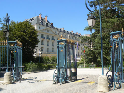 trianon palace.jpg