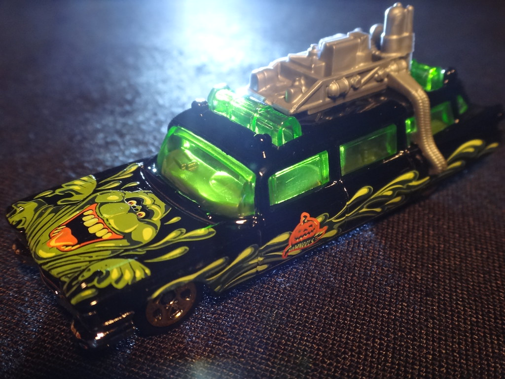 Hot Wheels 2012 Halloween exclusive Ecto 1 Ghostbusters