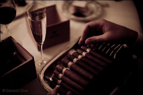 Cohibas, champagne, Rioja Reserva - Hotel Ritz Madrid Edward Olive wedding photographer fotógrafo para boda photographe pour mariages Fotograf de casament by Edward Olive Fotografo de boda Madrid Barcelona