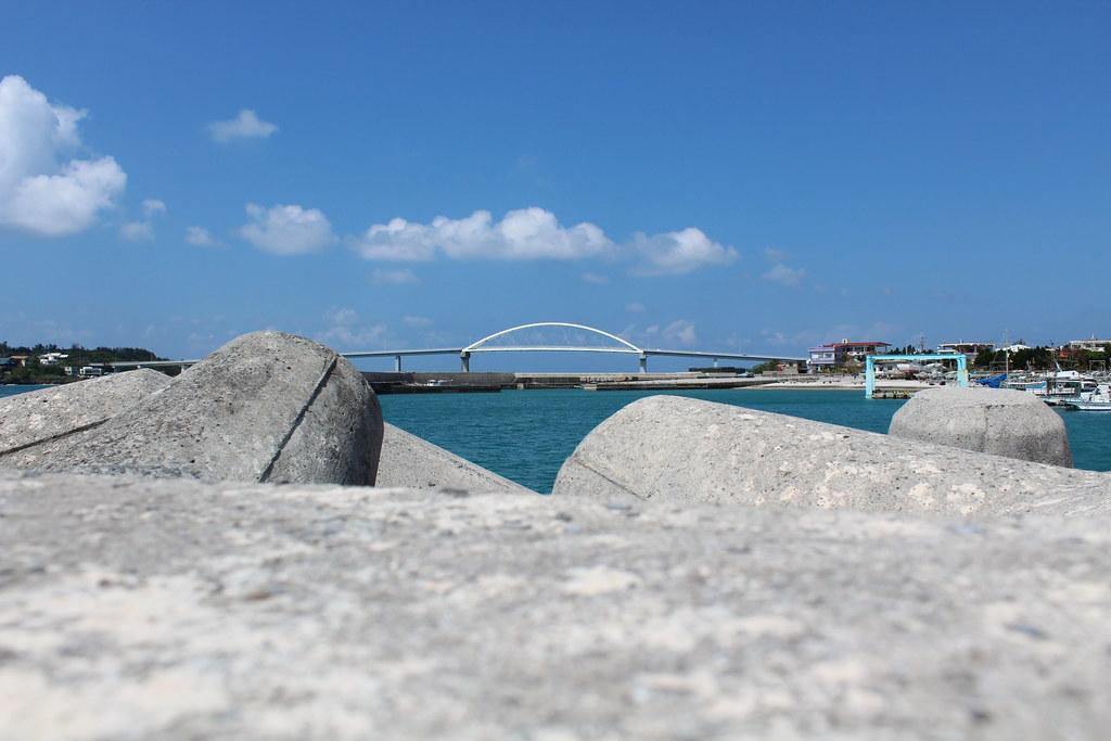 瀬底島への橋