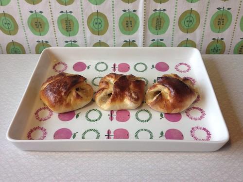 Karlsbaderbullar med äppelmos och mandelremonce