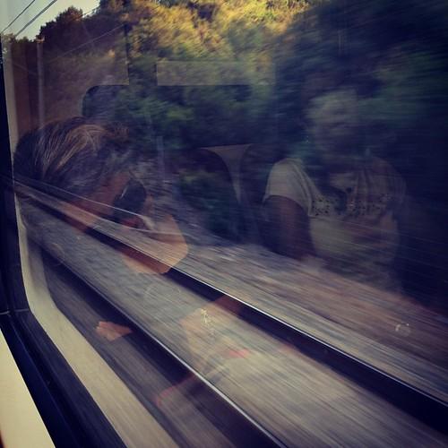 Sombras de un sueño en el tren... by rutroncal