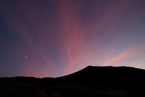 美瑛富士と夕焼けと月と