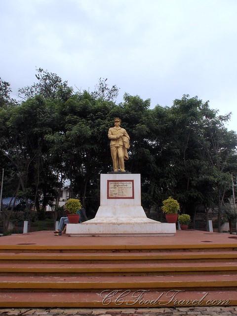 Bogyoke AungSan statue at a park
