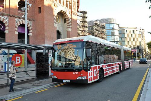 La nova xarxa de bus millora la regularitat dels autobusos / M. Á. Cuartero