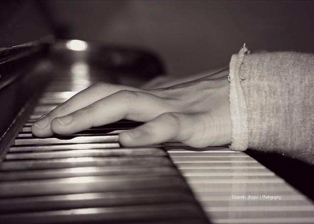 Con música en sus  manos