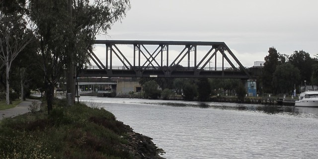 Rail line to Bunbury St, bridge
