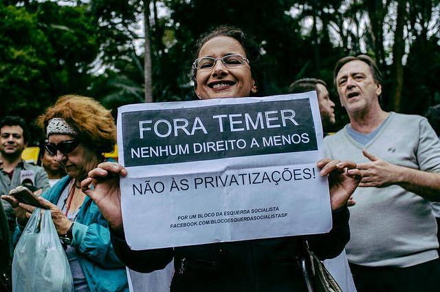 """Durante los actos """"Fuera Temer"""", manifestantes reclamam contra la quita de derechos - Créditos: Foto: Mídia Ninja"""