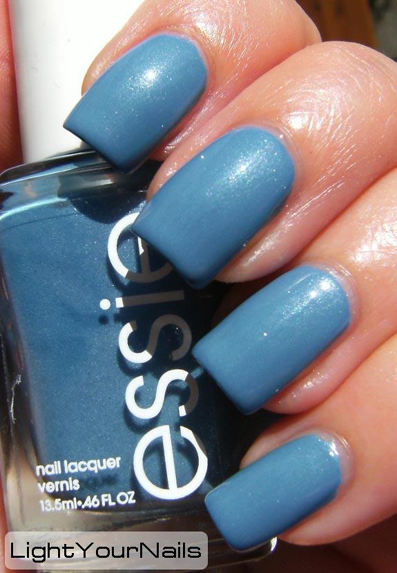 Essie Coat Azure