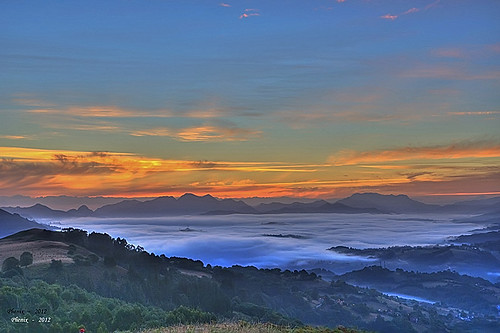 mar de nubes al amanecer...... ( Piloña 2012 )