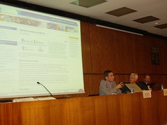 Ernest Abadal, degà de la Facultat de Biblioteconomia i Documentació, Ferran Mascarell, conseller de Cultura, i Antoni Daura, president del Gremi de Llibreters, durant la inauguració.