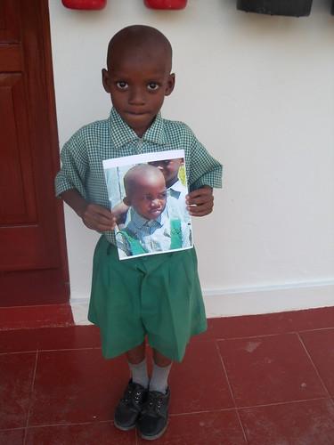 Elvis with Zuhuru's photo