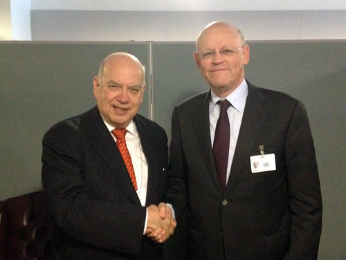 Secretary General Meets with Foreign Minister of the Netherlands