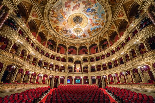 Photo de l'opéra de Budapest par Miroslav Petrasko (hdrshooter.com)