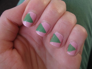 green triangle nails (2)
