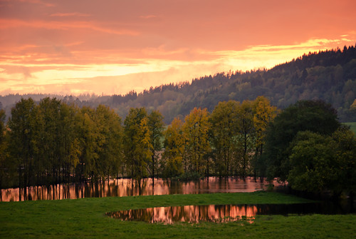 autumn trees sunset sky sunlight reflection fall water clouds forest river landscape colorful sweden swedish flooded häggån