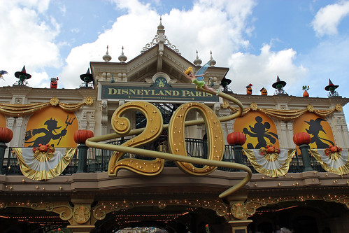 20th anniversary + Halloween sign at the entrance to Main Street USA