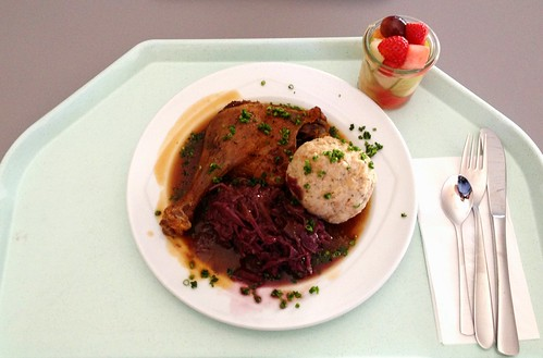 Entenkeule mit Blaukraut & Semmelknödel / Duck leg with red cabbage & bread dumpling