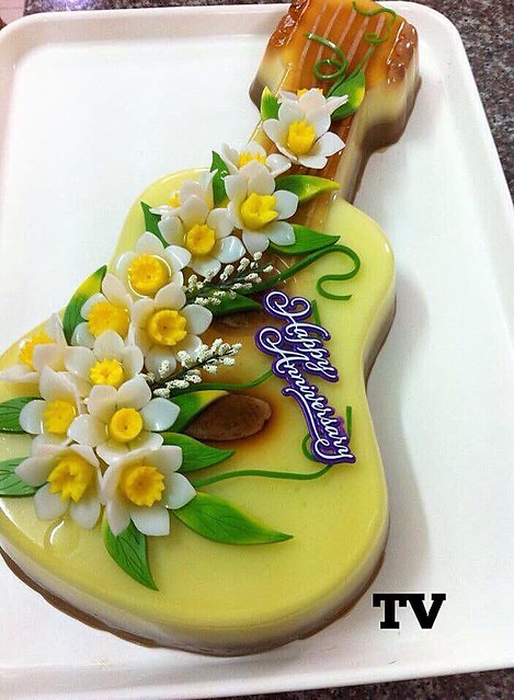 Guitar Cake by Trang Vo