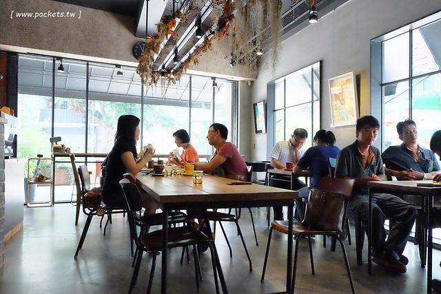 29199538764 391353c728 z - 小葛廚房 Glady's Kitchen:優質空間的早午餐店,餐點以手作漢堡為主,鄰近水湳市場和美國學校