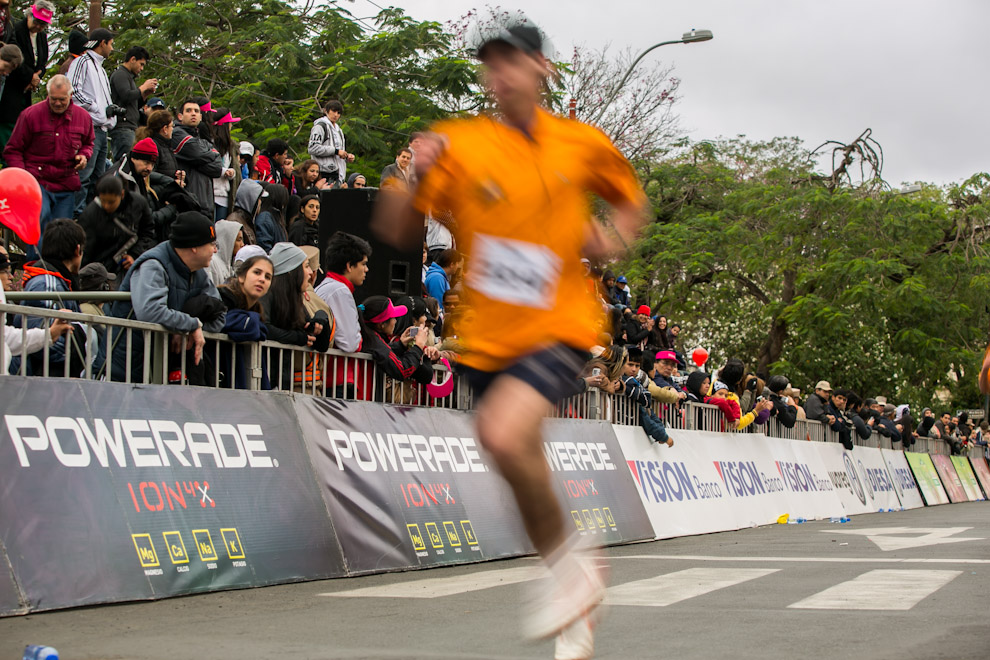 A pesar del frío, gran cantidad de público asistió y acompañó a los corredores en varios tramos del trayecto, dandole su apoyo y alentándolos a llegar a la meta. (Tetsu Espósito)