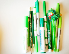 cue stick(0.0), pen(1.0), pencil(1.0), green(1.0), ball pen(1.0),
