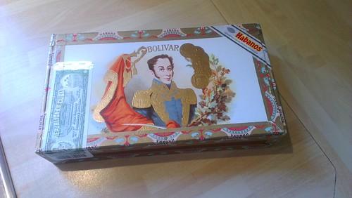 A box of Bolívar Coronas Junior