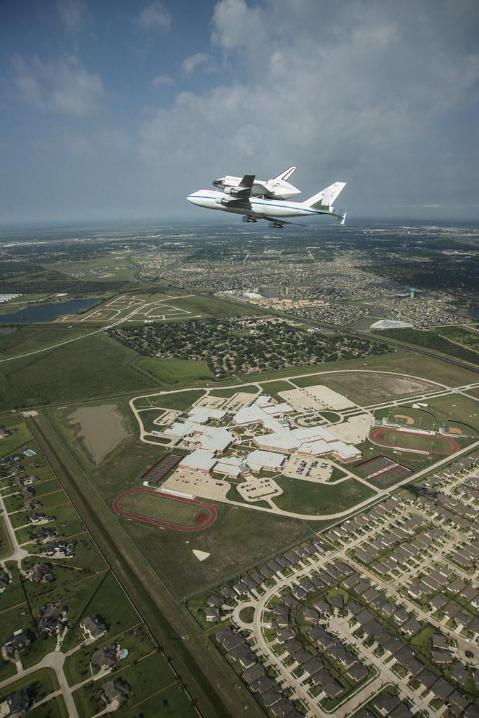 Endeavour in League City (NASA Photo)