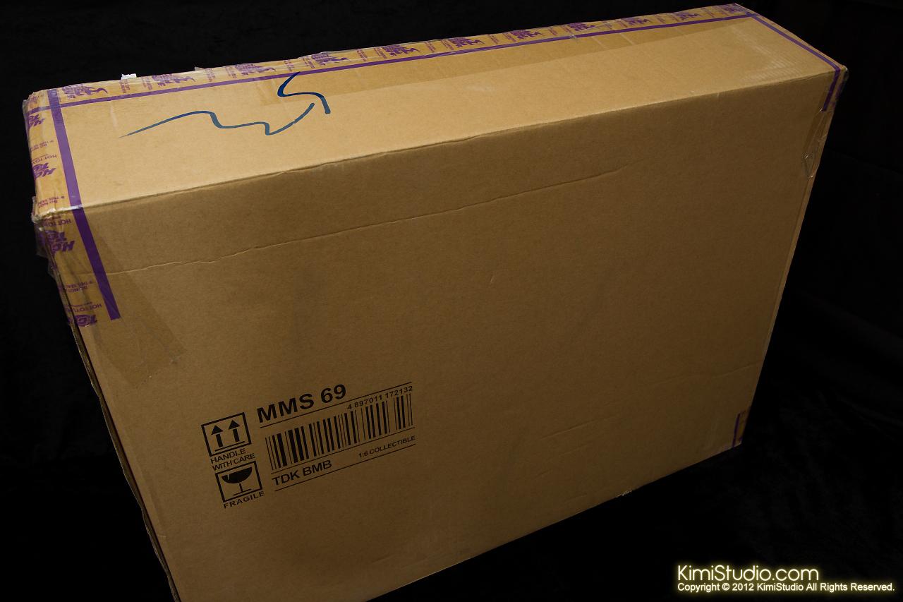 2012.09.22 MMS69 Hot Toys Batmobile-001