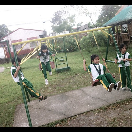 after class scene. unahan sa swing!