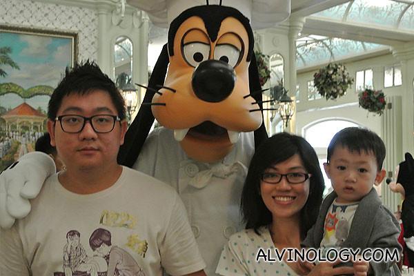 Family photo with Goofy