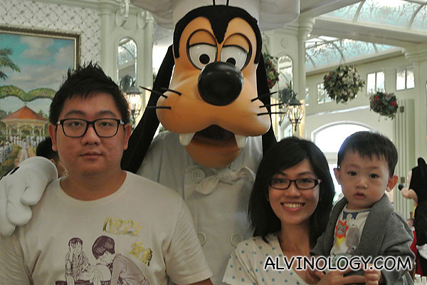 Family photo with Goofy