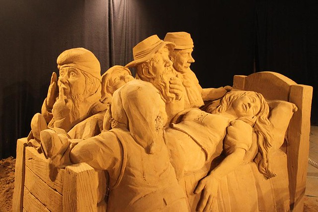 sleeping beauty and the seven dwarfs made of sand