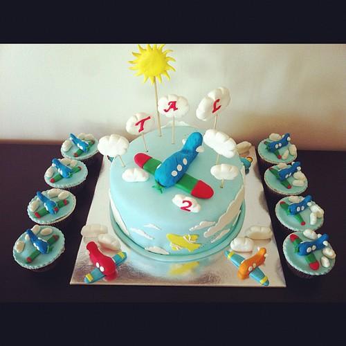Ucak dogumgunu pasta ve cupcakeleri by l'atelier de ronitte