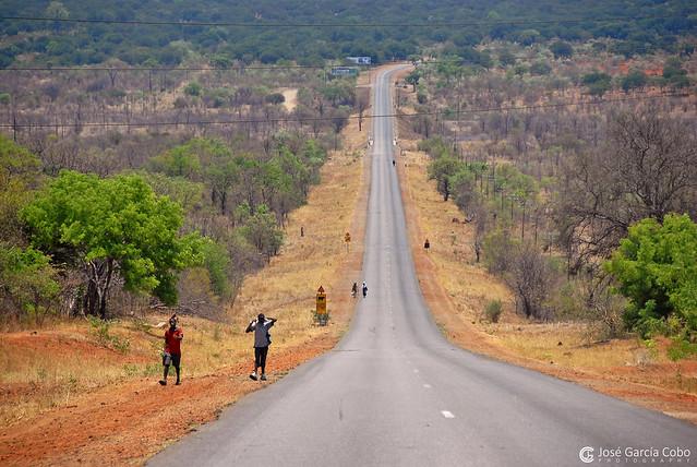 08-11-06 Zimbabwe C. Victoria (5) R01