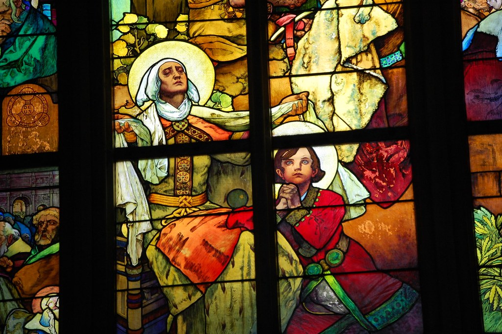 Alfons Muncha hizo unas vidrieras impresionantes.