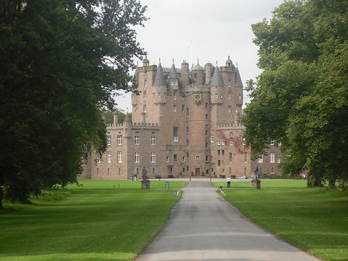 Glamis Castle closer