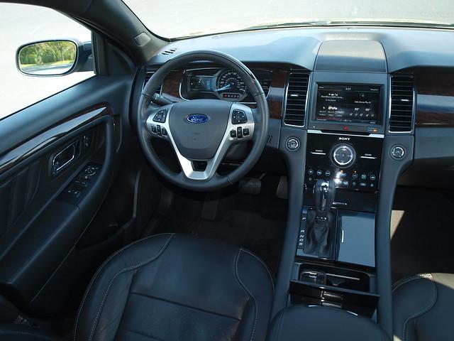 2013 Ford Taurus 19