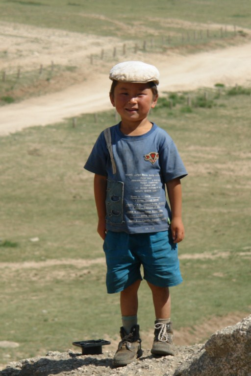 Niño mongón pasando el día en el Parque Nacional de Terelj, seguramente para él será un día que no olvidará. Terelj y la tortuga más grande del planeta - 7915886982 102b7b7df7 o - Terelj y la tortuga más grande del planeta