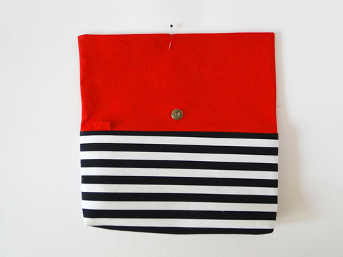 09 Striped Crossbody Clutch Tutorial by Fabric Paper Glue