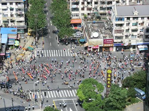 在上海日本総領事館周辺での反日デモ