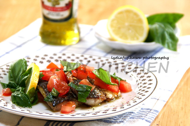 Fish with tomato and basil