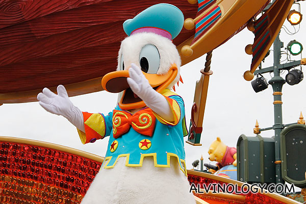 Donald Duck clapping