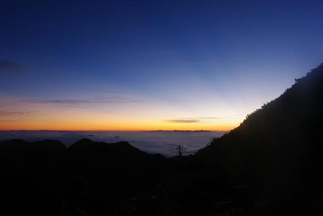 日の出前の常念岳中腹