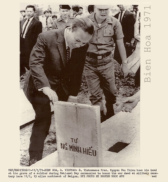 1971 S. VIETNAM PRES. at GRAVE-WAR DEAD